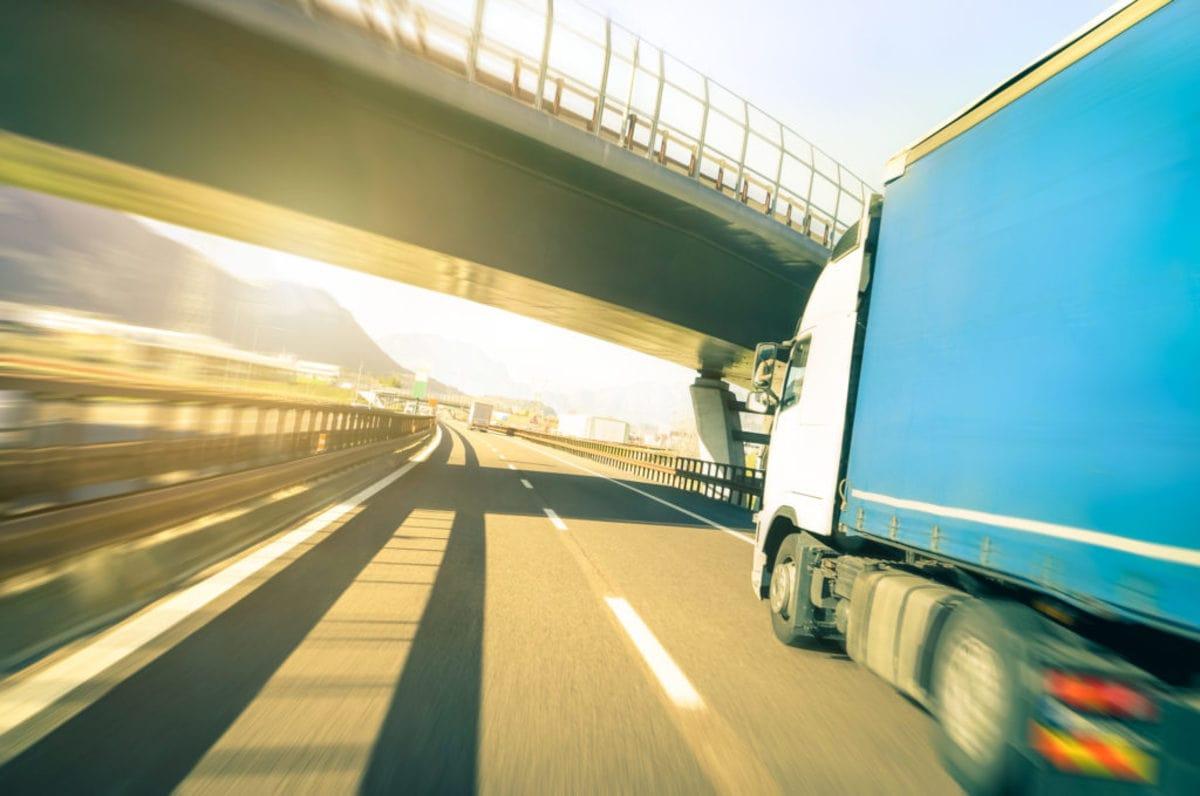 あるてすたで派遣された運送ドライバーが運転するトラック