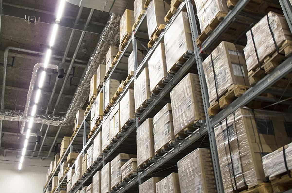 派遣先企業の倉庫のイメージ