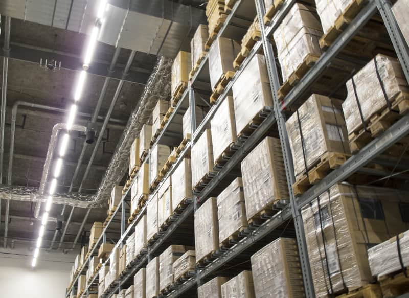 倉庫内作業員が働く倉庫